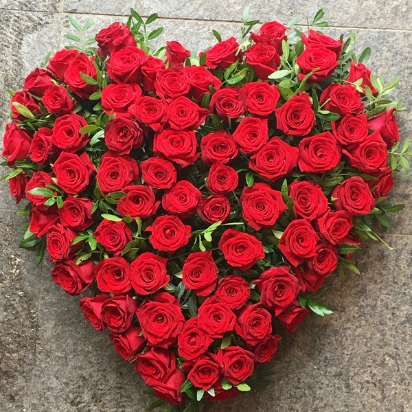 Picture of Simply Red Rose Heart