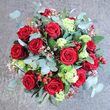 Picture of 12 Red Roses with Berries & Foliage