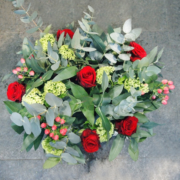 Picture of 6 Red Roses with assorted flowers
